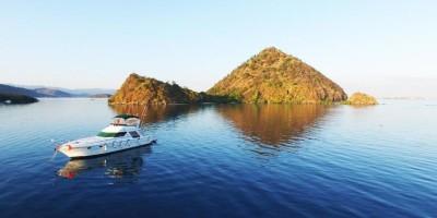 komodo yacht charter