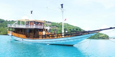 phinisi sea villa